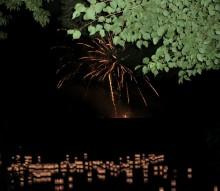 灯篭と花火